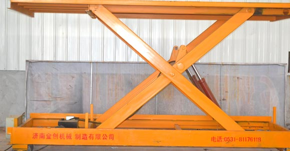 导轨自行走升降机销售到济南金魁工程机械有限公司