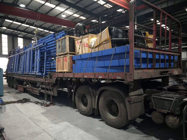 发到黑龙江的货梯正在安装调试中