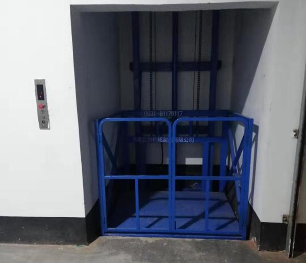 带护栏单体升降平台在天津安装完成