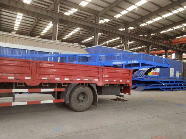 17米长载重8吨移动登车桥装车发走