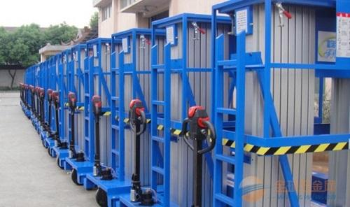 电动行走多柱铝合金升降货梯,减少施工人员、一人可以维修作业