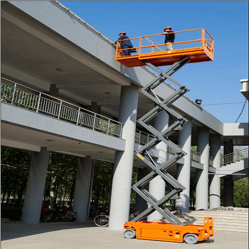使用中的自行走升降货梯