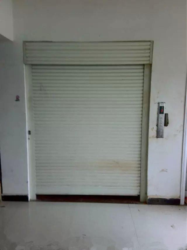 带电动连锁卷帘门导轨链条货梯