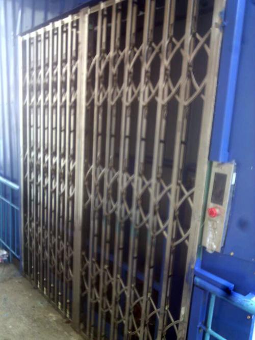 导轨链条货梯不锈钢折叠门